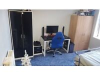 FROM LANDLORD - LUXURY DOUBLE ROOM FOR RENT FOR a single £430-or a couple-£470 . INCLUDES ALL BILLS