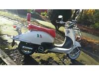 Lexmoto Tommy 125 scooter with vespa rack