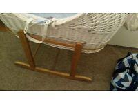 White moases basket witg rocking stand