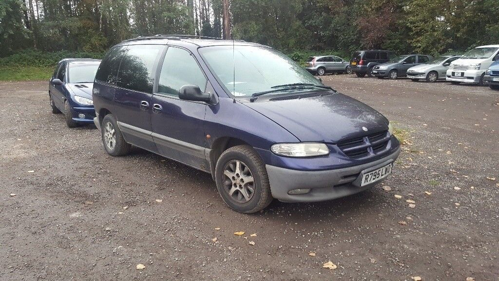 CHRYSLER VOYAGER PETROL. 3.3 LITRE. TOWBAR. 7 SEATER AUTOMATIC. 130,000. MOT EXPIRED
