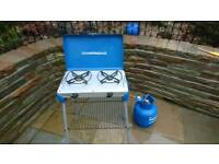 Two ring gas cooker with gas