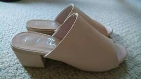 Nude shoes, Size 4
