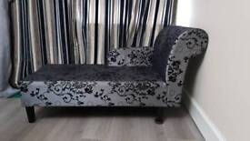 URGENT: BLACK AND GREY CHAISE
