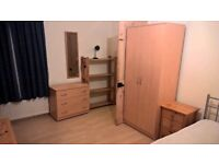 Large Double Room to let in a house near University of Leicester.Gas and electricity bills included