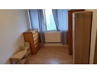Large Twin/Double Room Available in Flat Share