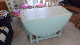 Vintage shabby Chic Table and Chairs