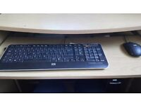 Desktop pc hp windows 7 3Gb ram with desk and mouse/keyboard and printer