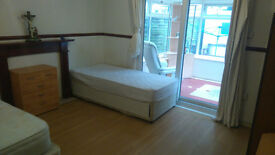 Very Large Room to Rent in Basingstoke, Winklebury, Nicely Furnished 4 Bedroom House