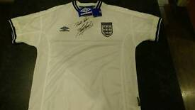 2000 England Football Shirt signed by the hen England Manager Kevin Keegan.