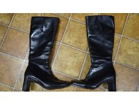 LADIES BOOTS (FULL LEATHER, SIZE 5)