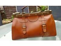 Vintage tan leather Gladstone handbag