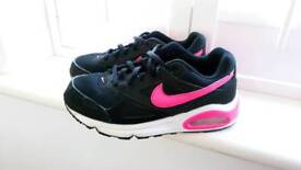 Nike Air Max Trainers Black and Pink UK2