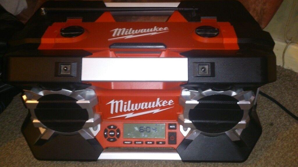 Mikwaukee jobsite stereo c12-28dcr