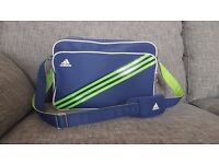 Adidas sports bag in good usable condition (Ideal for scooter enthuisast)