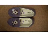 Ladies slippers size 5
