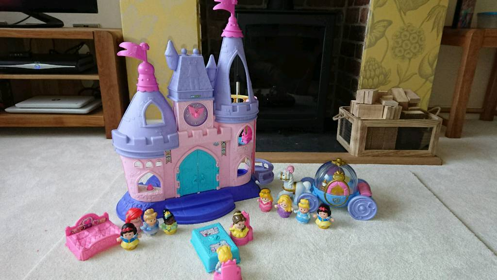 Disney fisher price little people Castle, figures and horses and carriage