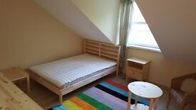 Good size Double Bedroom in Central Watford.