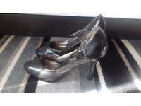 Unusual Metallic Grey Evie Size 3 open toed shoes 4 inch heels