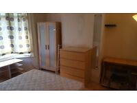 Double room for single person. 1 week deposit. All bills included. Internet. 8 min walk to tube