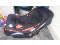 Maxi Cosi baby seat with Isofix base and Quinny Pushchair base and Seat Complete Package