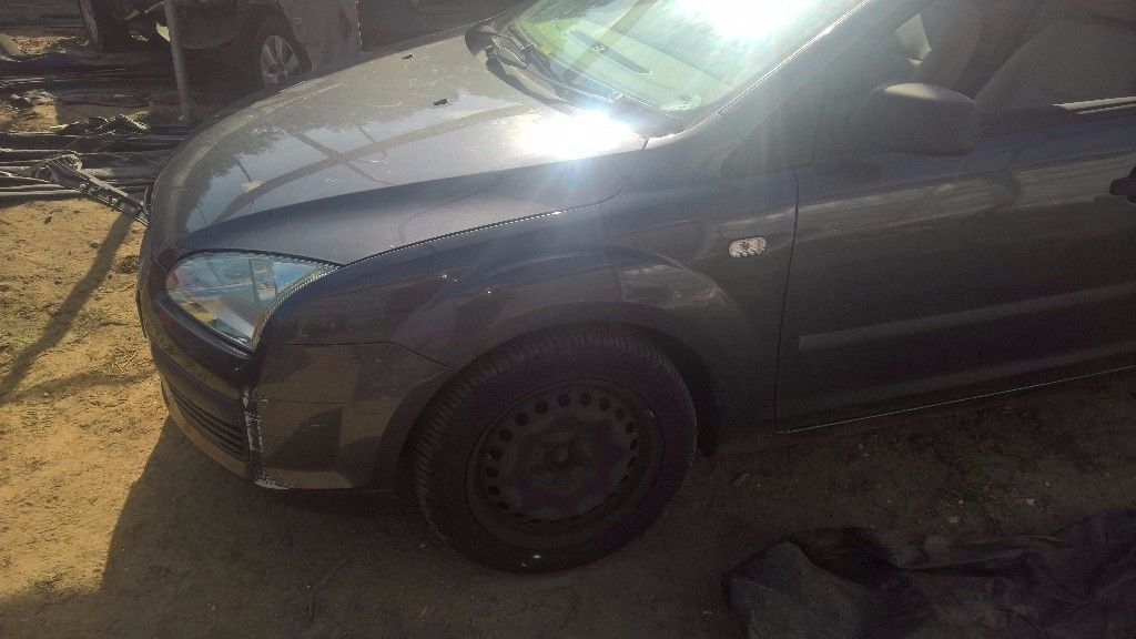breaking ford focus mark 2 dark blue petrol all parts available