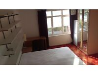 Large Twin Room to let in Wimbledon (SW19), all bills included