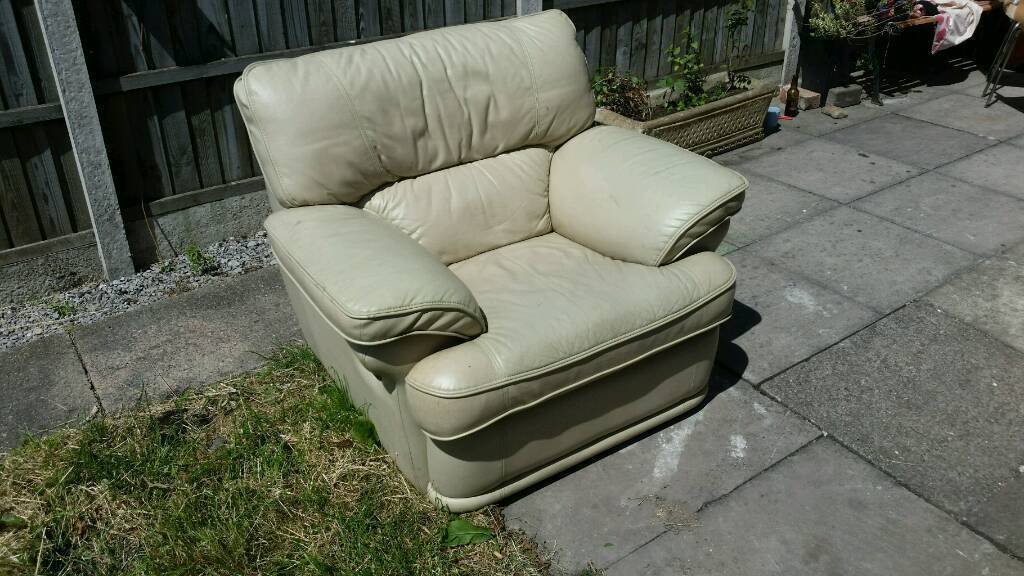 Bargain furniturein South Normanton, Derbyshire - Here we have a decent leather chair and 3 seater leather sofa plus 2 chair which just want a little clean. Collection only as no other way of getting rid