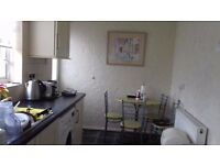 2 single rooms to let, 15 min from UoN. Fully furnished house.