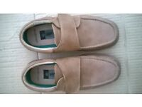 Mens size 7 Walk Easy casual shoes.