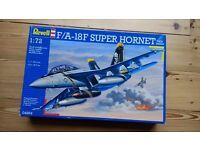 NEW Revell model kit 1/72, F-18 Super Hornet