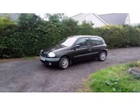 Renault Clio 1390cc petrol, has 10 month mot, starts and runs perfectly