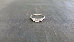 14K Ladies White Gold Diamond Ring