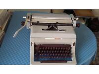 Vintage Olivetti Linea 88 Typewriter