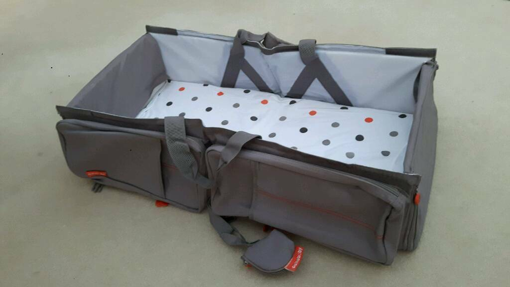 Travel bag and carry cot