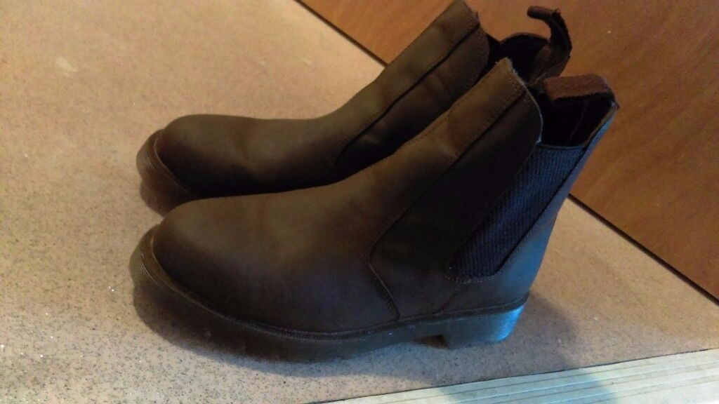 Mens brown boots size 7