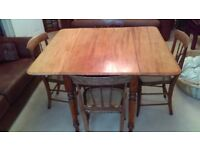 VICTORIAN PEMBROKE STYLE DINING TABLE, BRASS CASTORS AND FOUR DINING CHAIRS