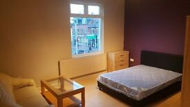 newly refurbished, large double, no deposits, all bills include 152mb+ wifi