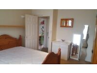 Double room to rent on Hollybush rd, close to the airport including bills £450pcm No Deposit!