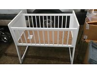 Swinging crib cot