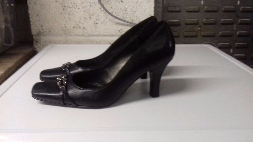 Black size 6 heels.