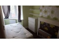 *BIG SINGLE ROOM WITH DOUBLE BED,5 BEDROOM HOUSE JUST 130£ PW