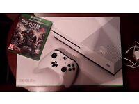 Xbox One S 500GB Plus Gears 4.
