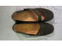 WOMENS CARAVELLE WIDE FIT LEATHER SHOES. SIZE 6.