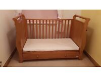 VIB solid wood Sleigh style cotbed