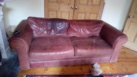 Beautiful 3 seaters leather sofa for sale