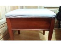 Piano stool with lid and internal storage space for music. Seat fan be easily recovered.