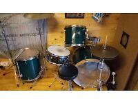 Mapex drum kit Venus series includes 4 drums and 2 symbols