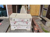 Vintage chest of drawers/ dressing table