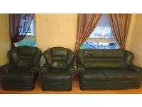 BOTTLE GREEN LEATHER 3 SEATER AND 2 CHAIRS. NOT BAD CONDITION .. £75 ONO..PICK UP ONLY!!