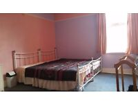 Double Room to let in a terraced house for a student or a professional